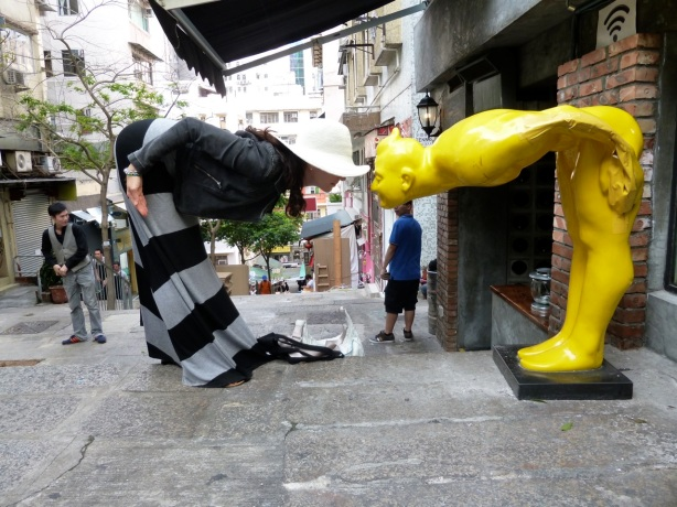 Central District HK yellow statue