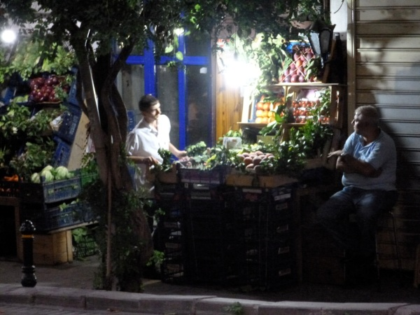 11 nigth fruit vendor